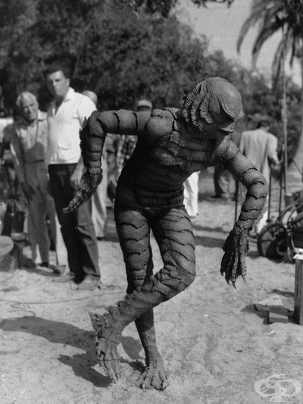 Актьорът Бен Чапман по време на снимките от създанието на трилъра Черната лагуна, 1954 г.