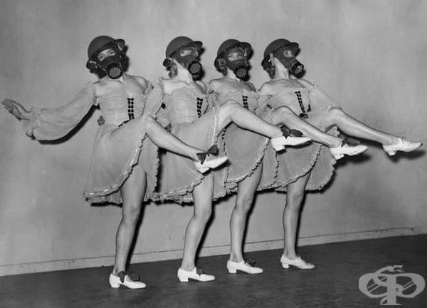 """Танцьори от театър """"Вятърна мелница"""" в Лондон, 1940 г."""