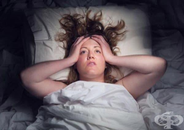 Безсъние. То се появява, когато количеството на хормона, отговорен за здравия сън – прогестерон, намалява.