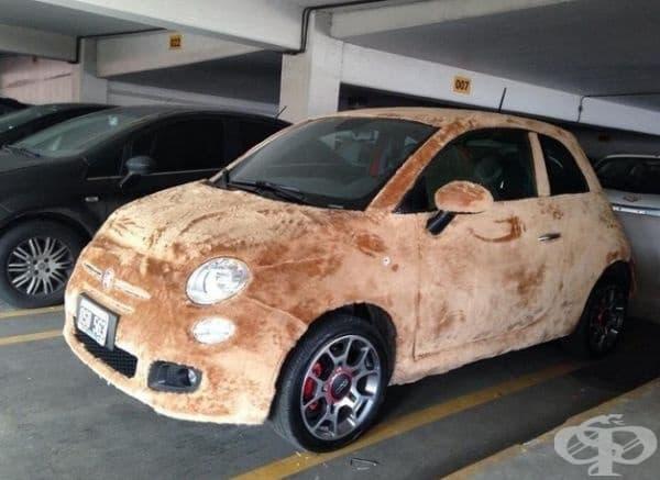 Плюшен автомобил.