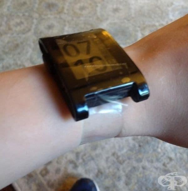 Ако ви се скъса верижката на часовника, не се притеснявайте, използвайте тиксо.