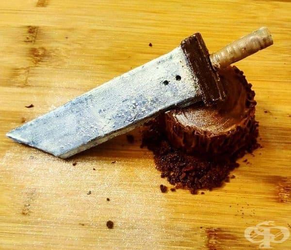 Кинжал от шоколад и шоколадово роле.