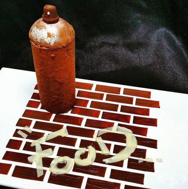 Ръждясала бутилка, изработена от бял и кафяв шоколад.