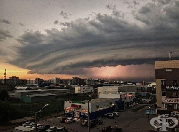 Торнадо, образувано по време на буря.