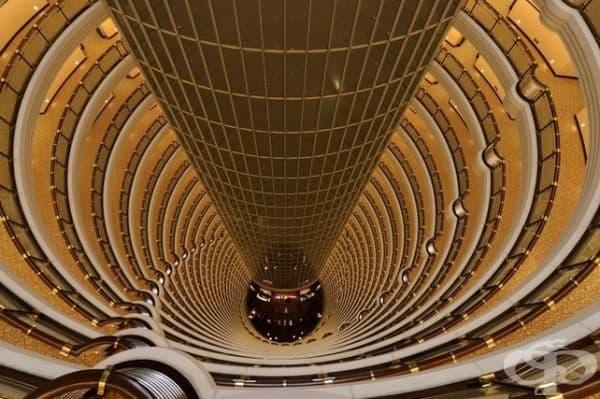 Това е атриумът на хотел в Шанхай.