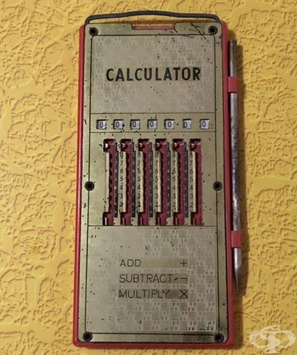 """""""Този антикварен калкулатор е притежание на баба ми."""""""