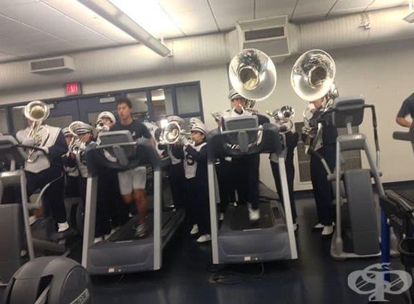 Не музика, а цял духов оркестър може да ви озвучи фитнес тренировките.