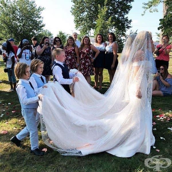 Церемонията се е провела на мястото, където са се срещнали - Фестивалът на близнаците в Туинсбург.