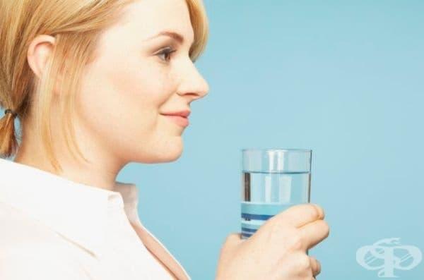 Понижава стреса. Според проучване, публикувано в Psychopharmacology, консумацията на топла вода спомага за успокояване на централната нервна система.