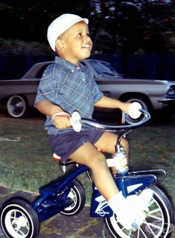 Барак Обама на триколка, около 1965 г.