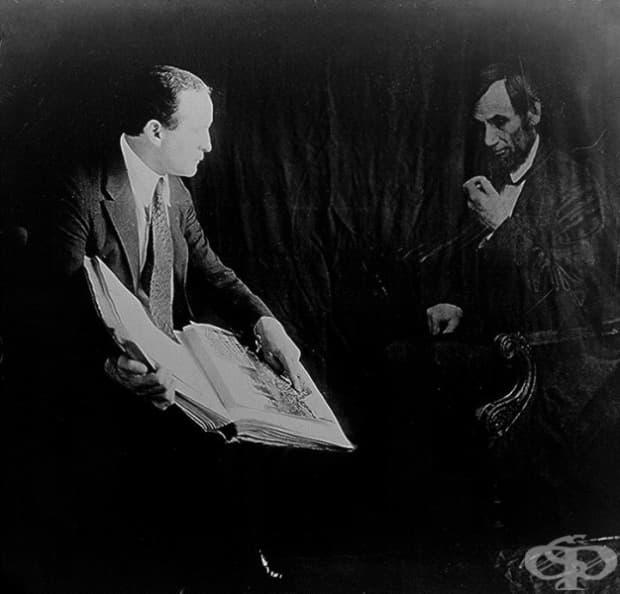 """""""Призрачната снимка"""" на Ейбрахам Линкълн от илюзионистът Хари Худини през 20-те години на миналия век."""