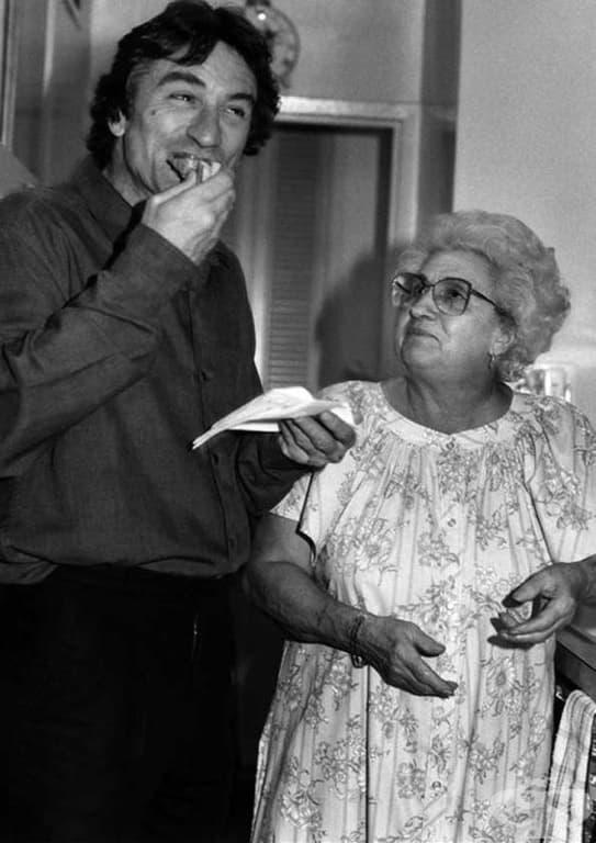 Робърт Де Ниро и Катрин Скорсезе (майката на Мартин Скорсезе) през 80-те години.