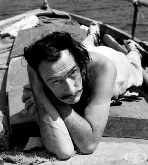 Салвадор Дали на лодка в Порт Лигат, 1953 г.