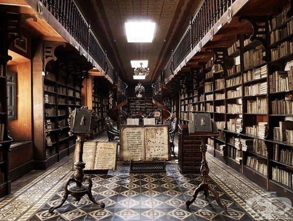 """Библиотека в манастира """"Сан Франциско"""", Перу, Южна Америка."""