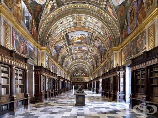 """Библиотеката в кралския дворец """"Ескориал"""", Мадрид, Испания."""