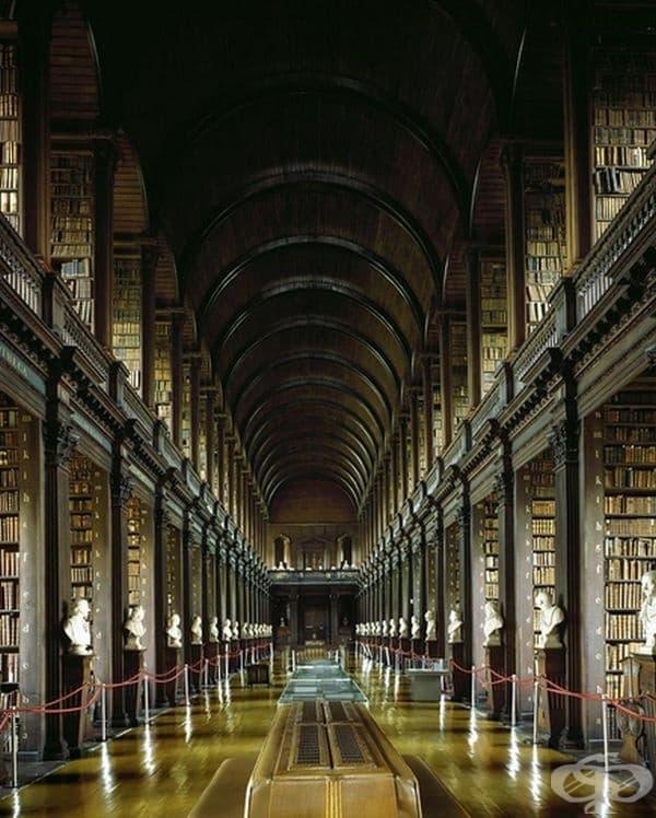 """Библиотека """"Тринити Колидж"""" в Дъблин, Ирландия."""