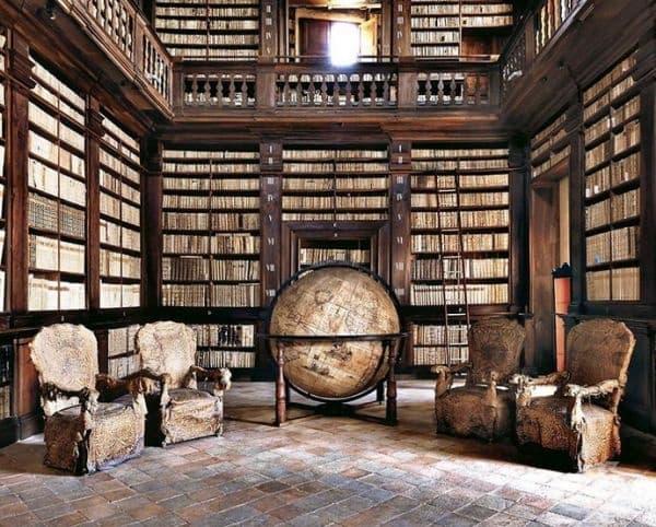 Библиотека във Фермо, Италия.