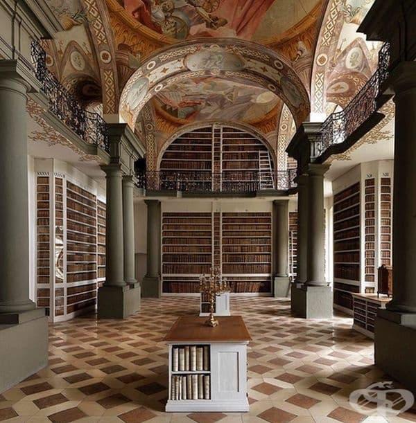 Библиотеката на абатството в Санкт-Емерам, Регенсбург, Германия.