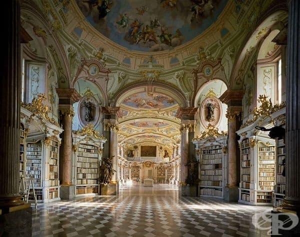 Библиотеката на абатство Адмонт, Австрия.