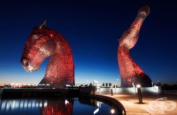 Келпите - 30-метрови скулптури, разположени в близост до река Карон, Шотландия.