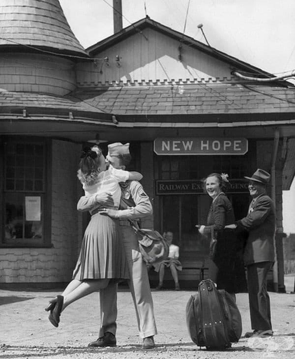 Момиче се сбогува с войник, Кънектикът, 1945 г.