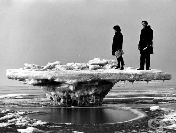 Леден къс: прилив на плажа в Рокане, Холандия, в тежката зима на 1963 г.
