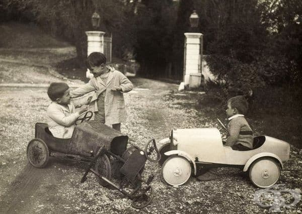 Игра с детски автомобили, 1935г.