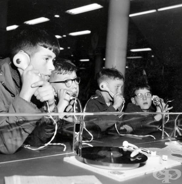 Момчета в отдел за архиви, Холандия, 1957 г.