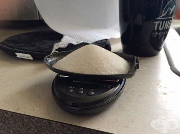 """""""Исках да проверя колко са 39 гр. захар (дозата, обозначена в Red Bull, които пия всеки ден). Мисля, че време да се откажа от него."""""""