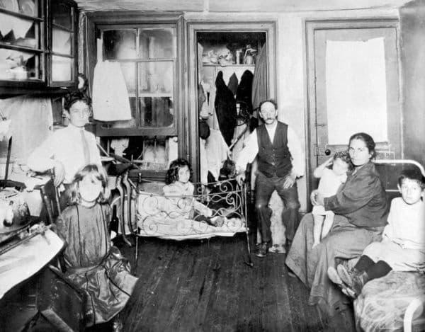 Семейство, което живее в една стая, Ню Йорк, САЩ през 1890 г.