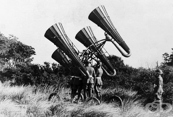 Американски войски използват новоразработена акустична технология за намиране на вражески самолети през Първата световна война.