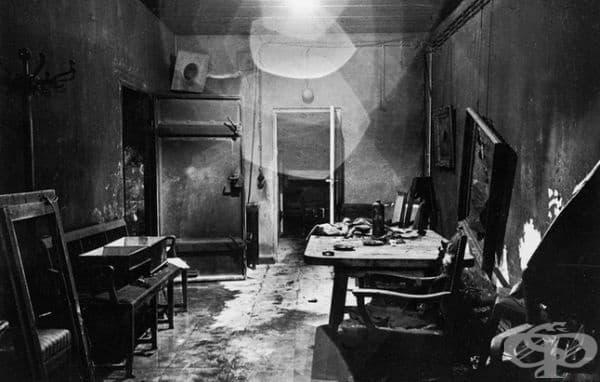 Интериорът на бункера на Адолф Хитлер, документиран от съюзническите сили през 1945 г.