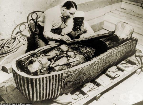 Откриването на гробницата на фараона Тутанкамон от археолог Хауърд Картър, 1922 г.