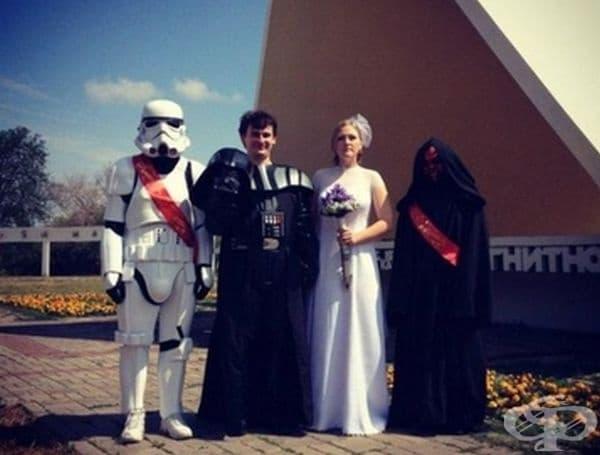 Младоженци и техните кумове.