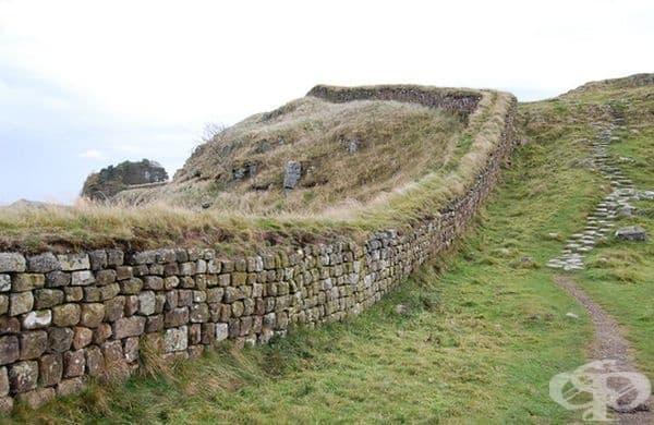 Стената на Адриан - най-старата граница в света, която разделя Шотландия и Англия.