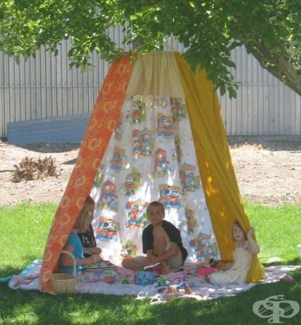 Палатка от чаршафи - перфектно място за криене от слънцето.