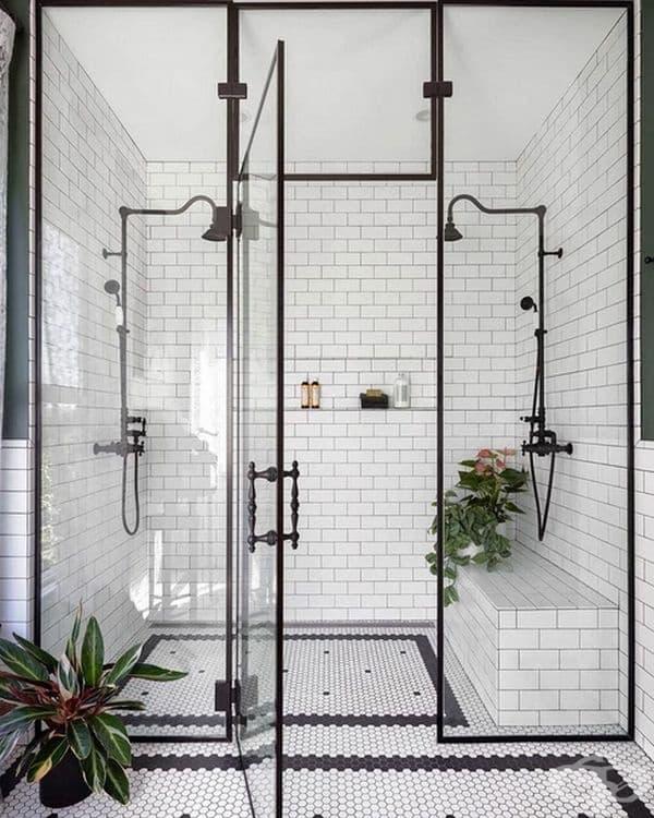 Черно-бяла баня от Майкъл Деркс.