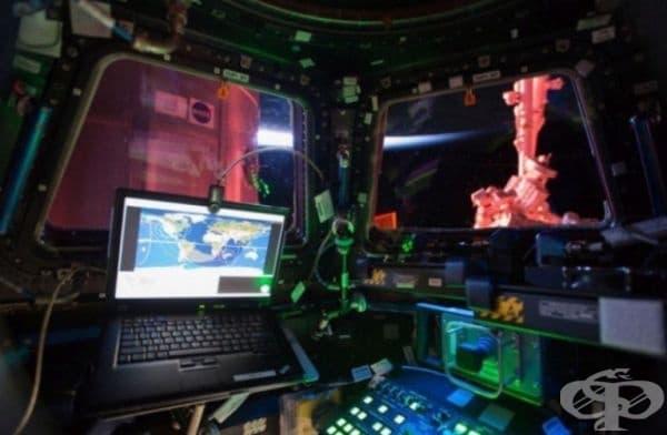 Интериор от купола на Международната космическа станция.