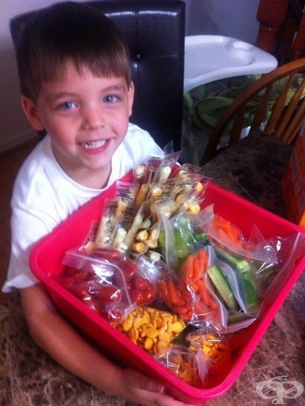 """""""Синът ми сподели, че в класа му има деца, които не обядват, защото нямат обяд. Помоли ме да им занесе храна. Идеята е негова и пожела да помогне в опаковането на продуктите."""""""