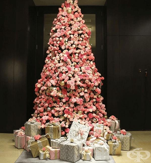 """Коледно дърво в хотел """"Langham Place"""", Ню Йорк."""