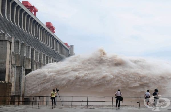 "Язовир ""Три клисури"" на река Яндзъ, Китай."