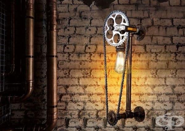 Лампа, направена от детайли на велосипед.