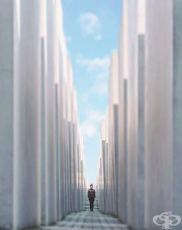 Красотата в тунел от обикновени колони.