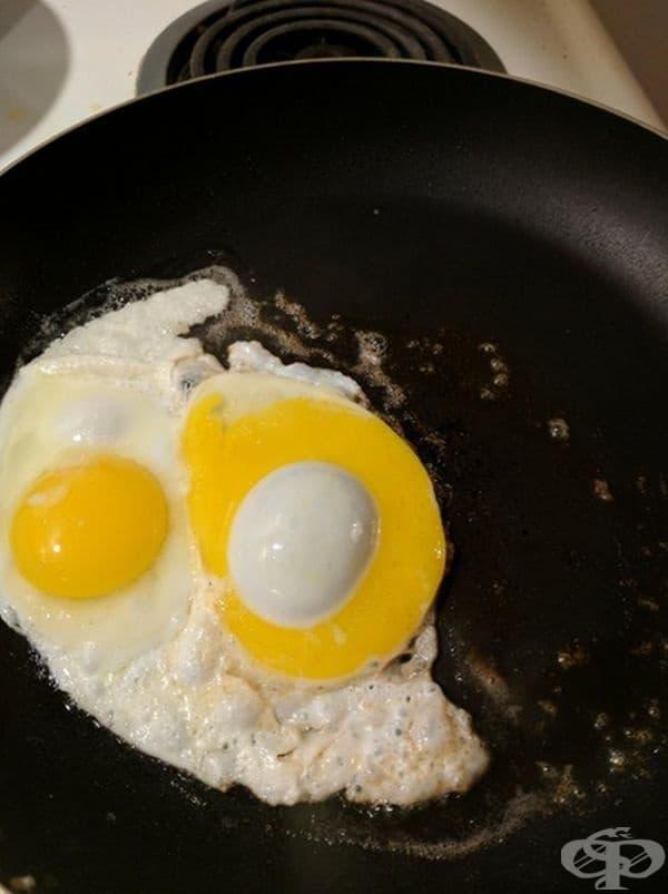 Ин и ян сред яйцата.