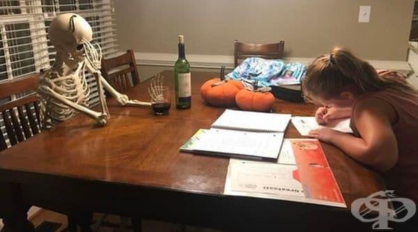 """""""Когато чакам дъщеря си да си напише домашните!"""""""