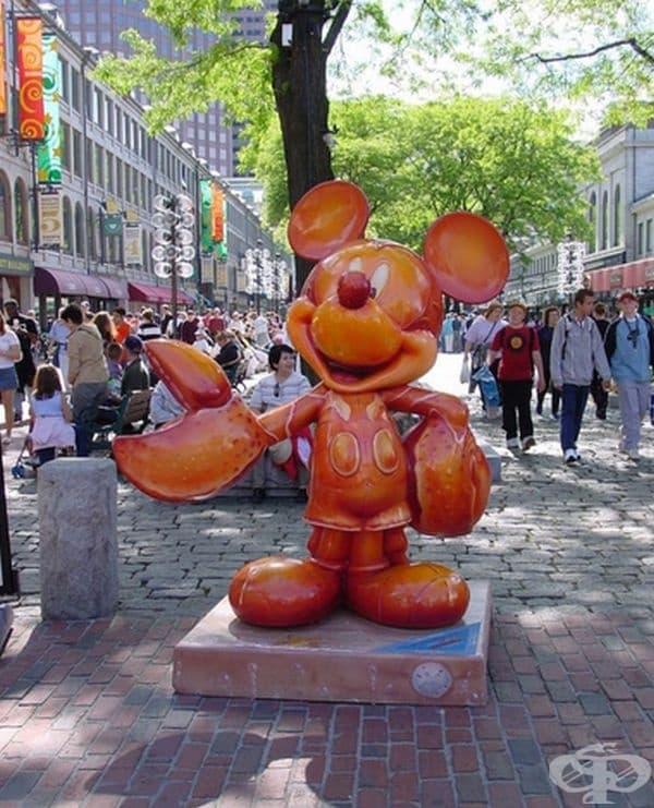 """""""Омар Мики Маус"""", Бостън, Масачузетс. Статуята се намира на  крайбрежната ивица на Бостън и се възприема като причудлива и страховита."""