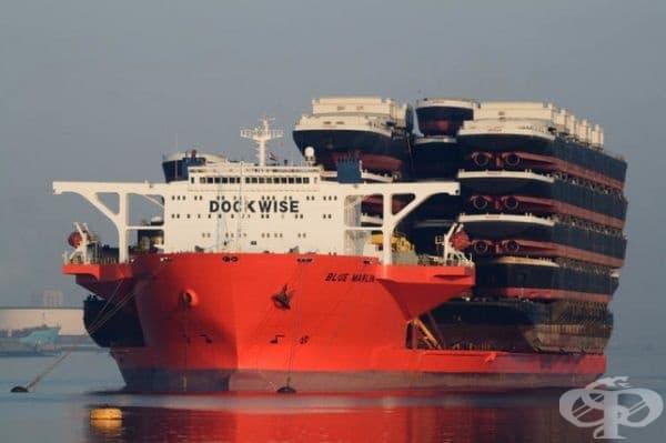 Кораб, превозващ кораби.
