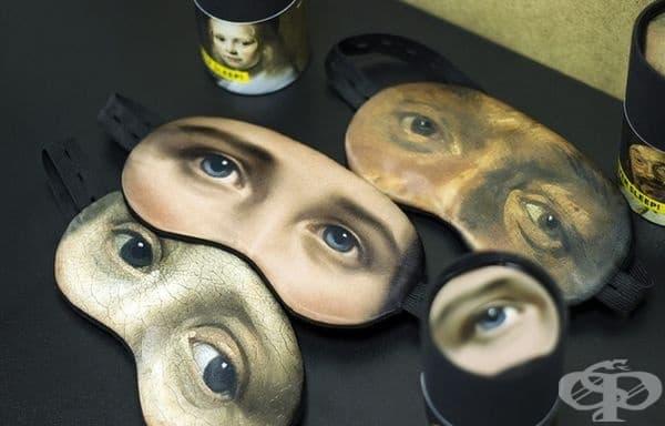 Маски за сън с очи от известни произведения на изкуството върху тях.