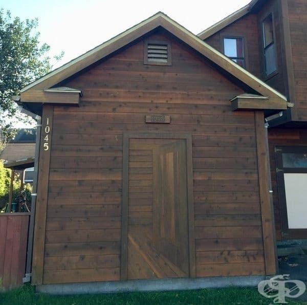 Врата с изображение на врата.