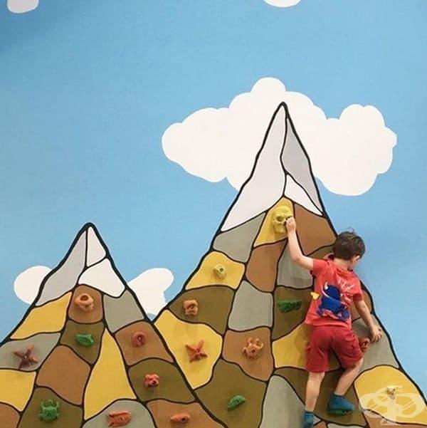 Стена за катерене може да бъде чудесна идея за по-активни деца.